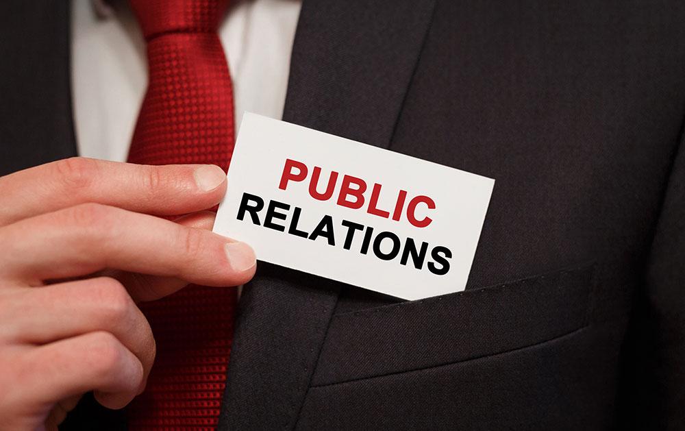 Cel mai vizibil element al relatiilor publice – relatia cu media – a dezvoltat tactici care pot influenta opiniile publicului, pot schimba comportamente si pot genera noi trenduri si vanzari.Strategii de PR